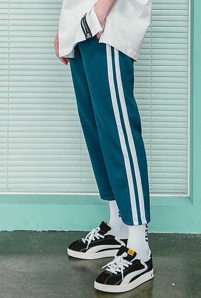 [크럼프] Crump two line crop pants (CP0057-1) [10/25 예약배송]